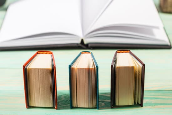 Virtual Dive Deep Into Adult Graphic Novels